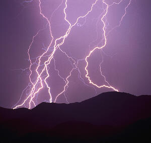 lightning_1200w