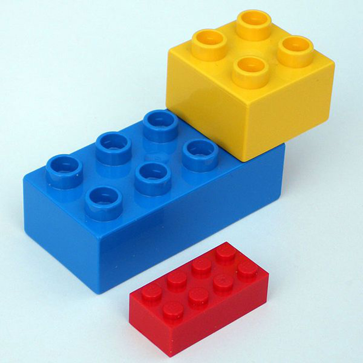 lego_and_duplos_1200w